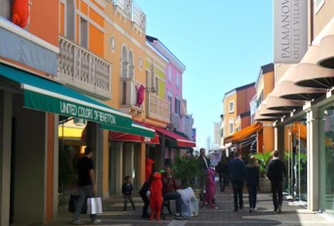 official photos cecaf 56fd6 Outlet Center: Il Palmanova Outlet Village venduto a ...