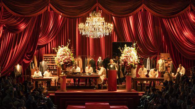 094239a7475be Il riferimento eloquente all Eleganza durante lo show milanese è  sostanziato dall utilizzo degli emblemi simbolo da sempre cari al  patrimonio vestimentario ...