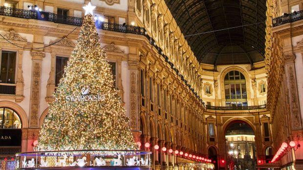 Albero Di Natale Milano.Oggi In Galleria Vittorio Emanuele Swarovski Accende L Albero Di